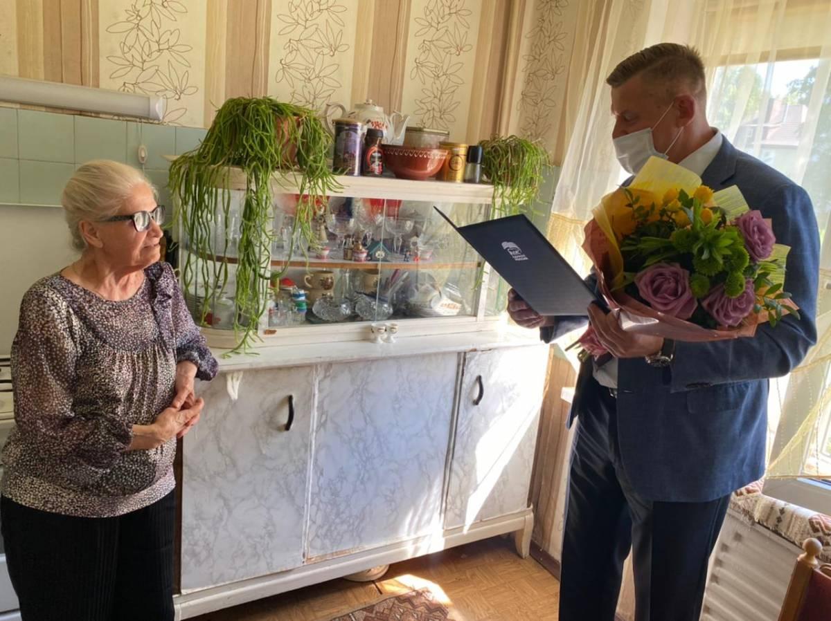 С благодарностью за многолетний труд: единороссы Советска поздравили с днём рождения ветерана труда, старейшего члена партии Лидию Меркулову