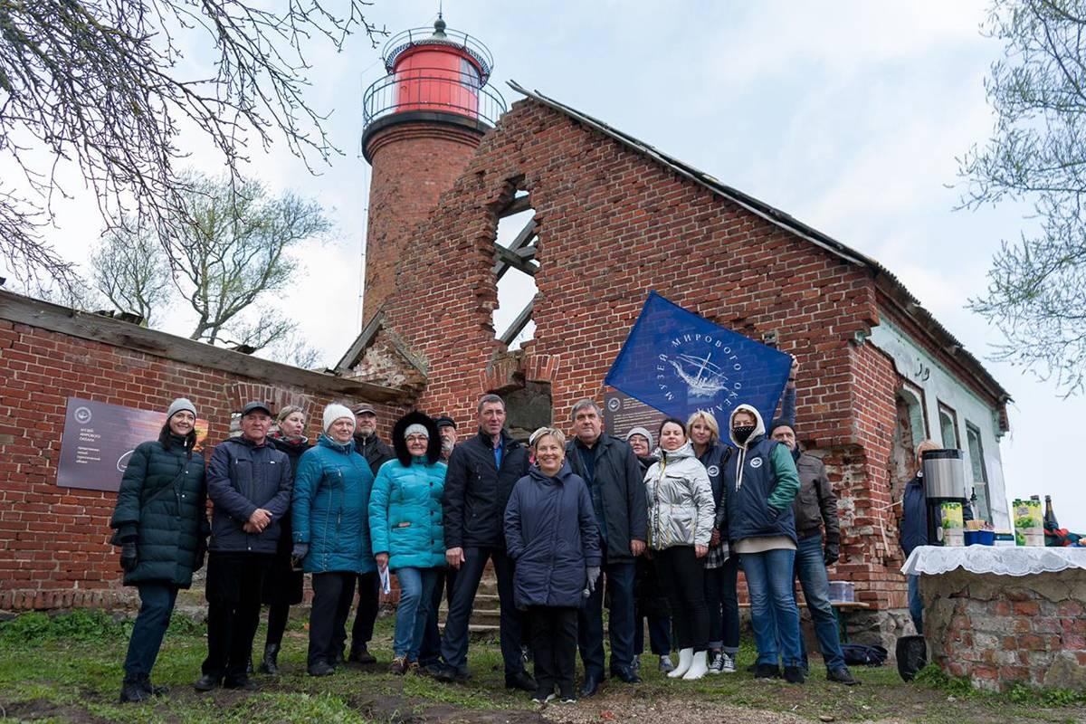 При поддержке «Единой России» у маяка в посёлке Заливино высажен яблоневый сад